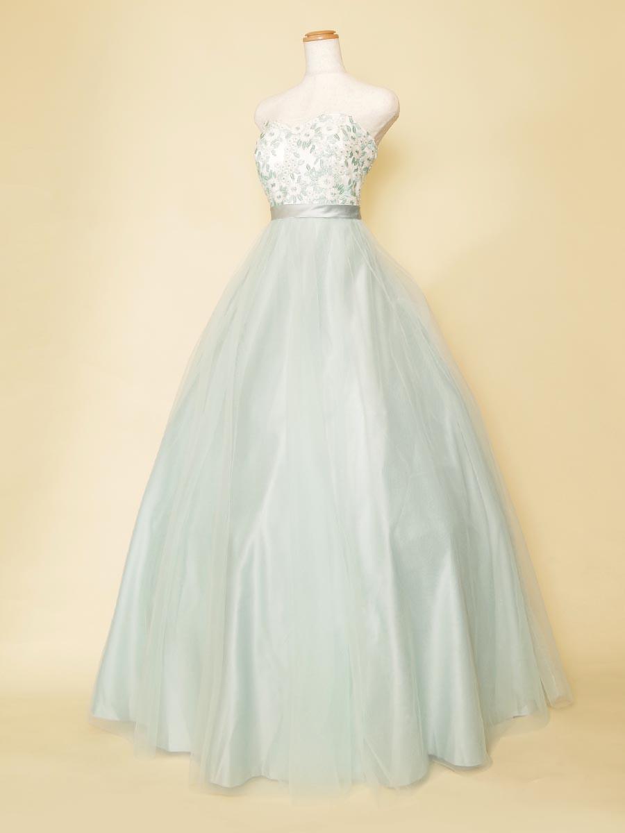優しい透明感を感じさせるパステルミントグリーンのチュールボリュームドレス