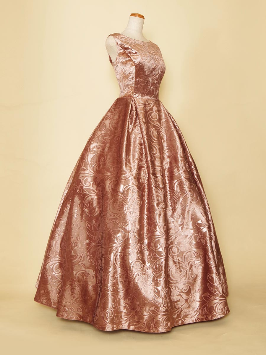 ピンクゴールドカラーの可愛らしを感じさせる艶やかな肩袖デザインのステージロングドレス