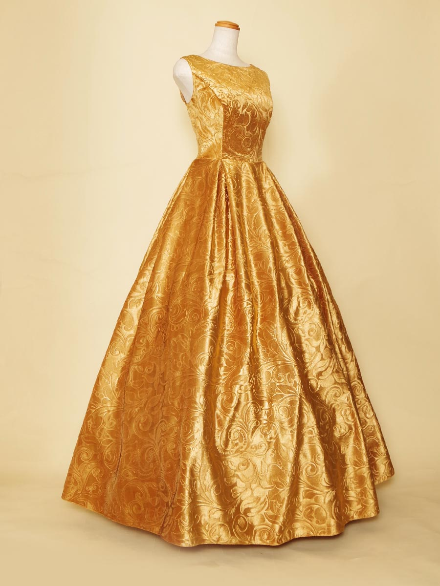 絢爛豪華なリサイタルコンサートの装いに最適なゴールドカラーのショルダー付きロングドレス