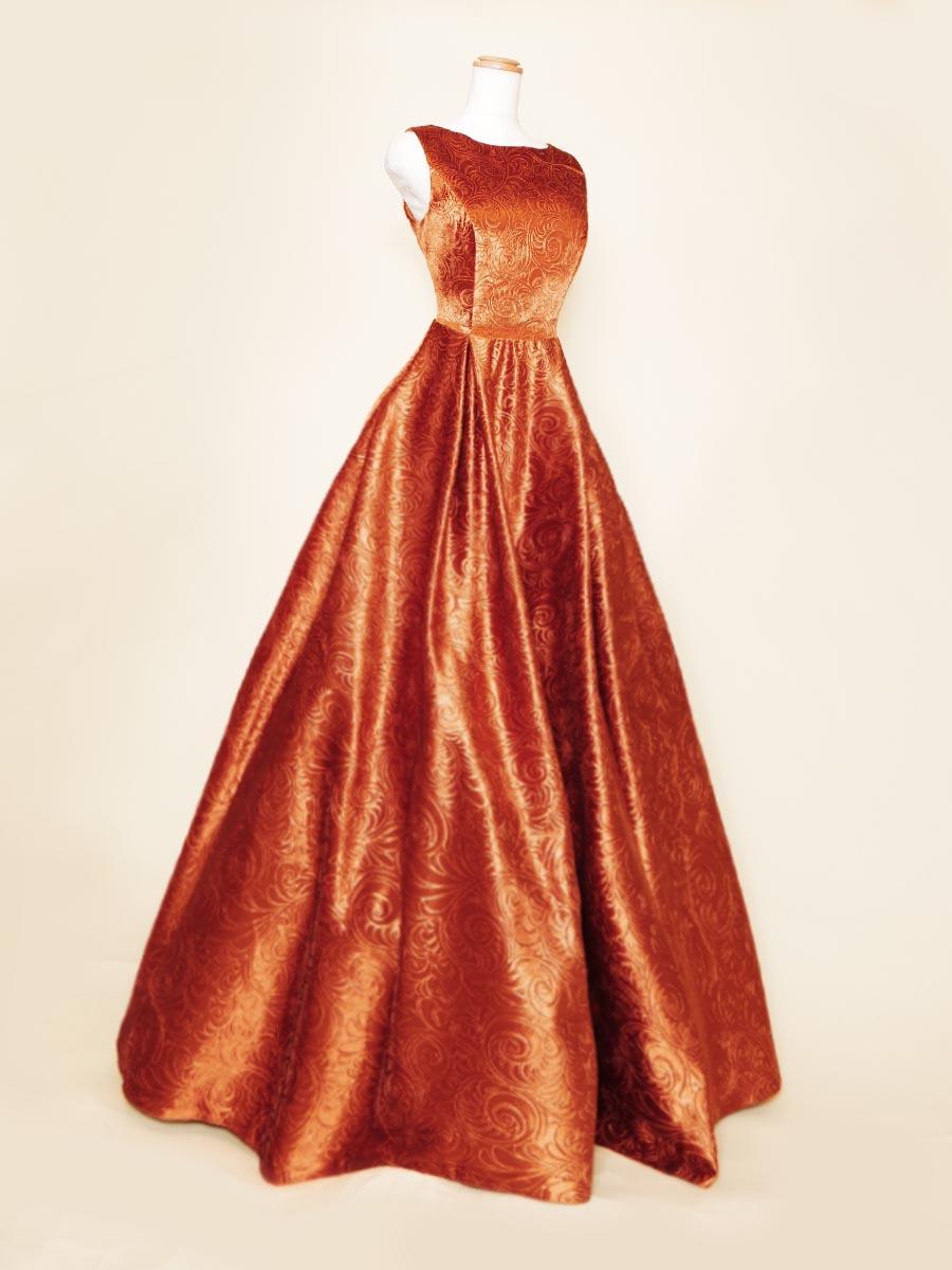 大人カラーのコッパーで仕上げたメタリックな輝きを放つ肩袖付き演奏会ボリュームドレス