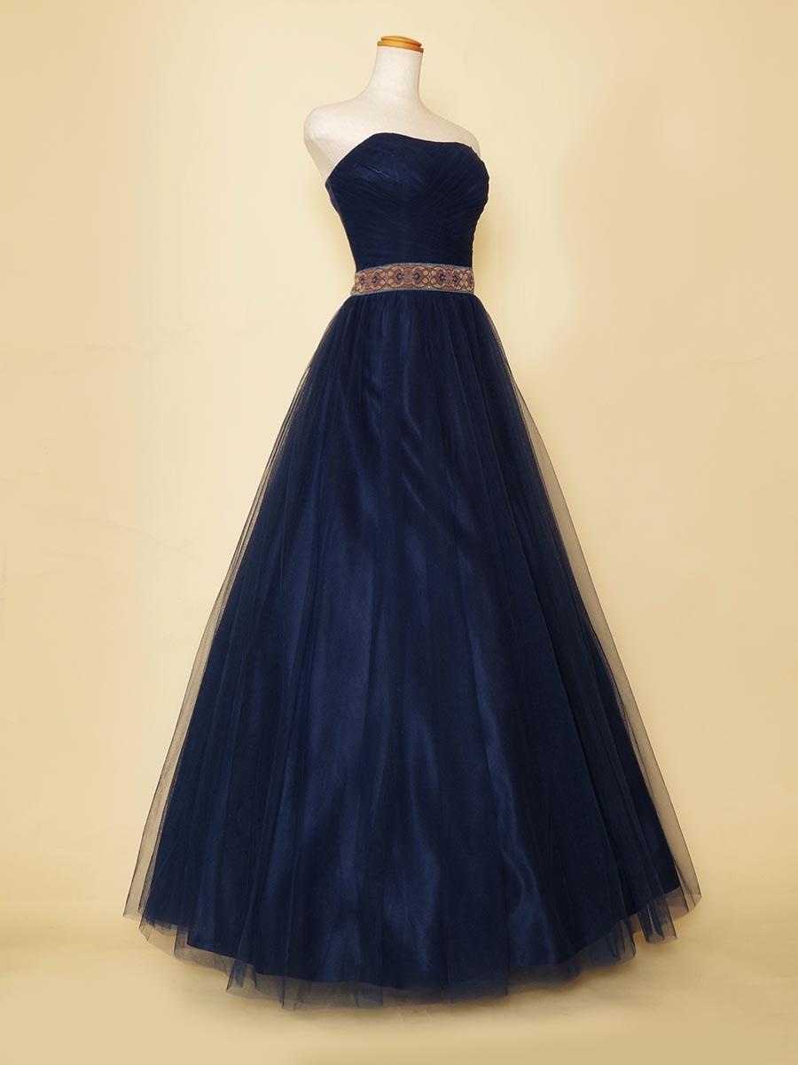 クールで大人な雰囲気のネイビーチュールを全体に使用したデザインベルトのステージロングドレス