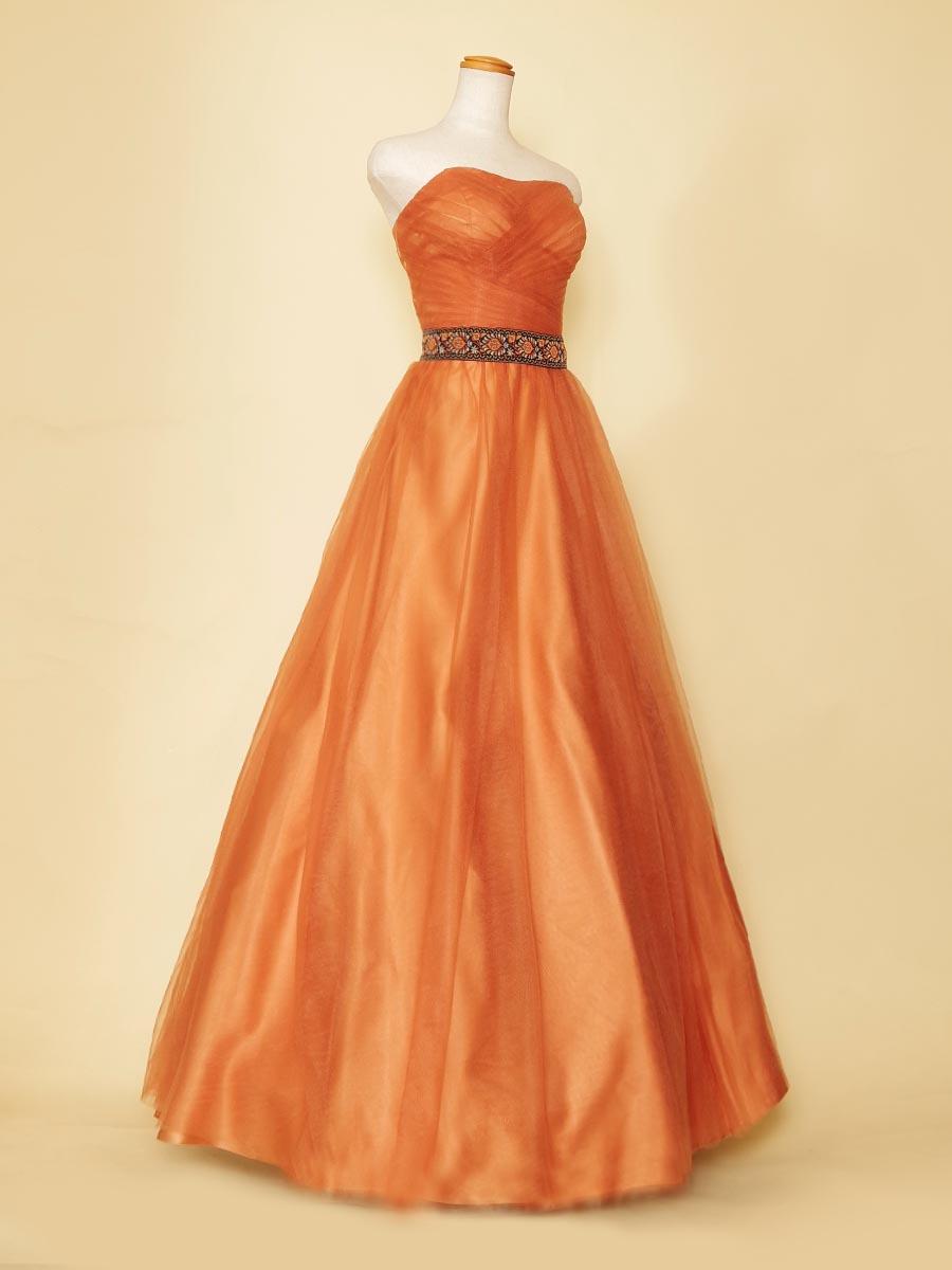 オレンジチュールが明るい雰囲気を演出してくれるデザインウエストデザインのAラインボリュームドレス