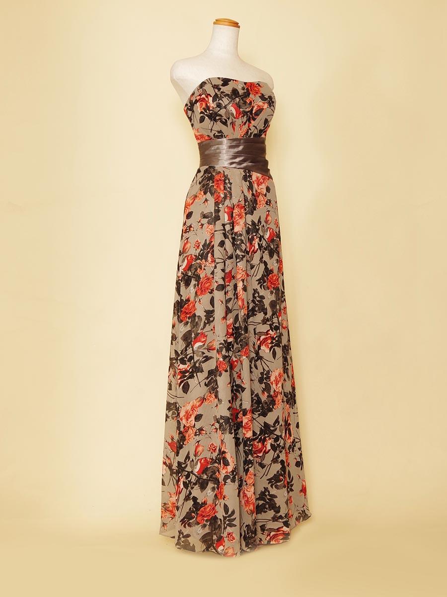 落ち着きあるくすんだ色合いのオレンジカラーのフラワープリントがお洒落なスレンダーシルエットロングドレス