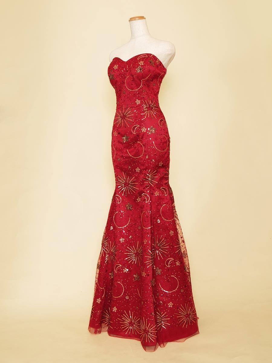 煌びやかな星柄スパンコールと深みのあるレッドカラーがゴージャスな演奏会向けマーメイドドレス
