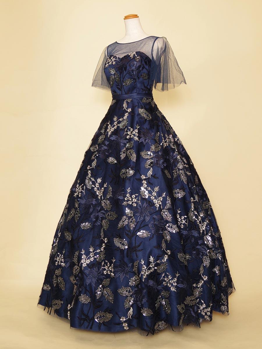 気になる部分をカバーできる♪気品溢れるフレアー袖ドレス