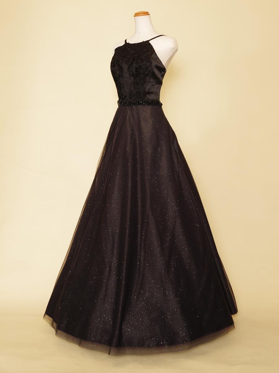 まるでホルターネック!?グリッターチュール入りの大人おしゃれなブラックドレス