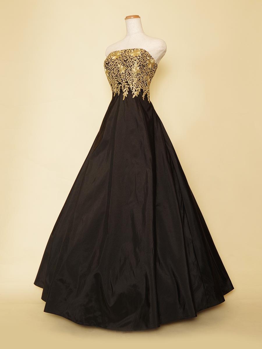 ゴールド&ブラックが気品のある女性らしさを演出してくれるスタイルアップドレス