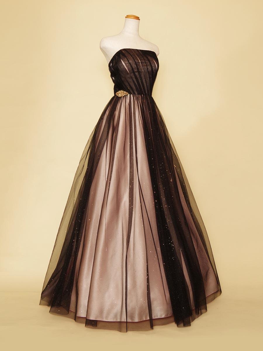 ブラックキラキラチュールをピンクサテンに重ね合わせた可愛らしさと大人っぽさを表現したステージボリュームドレス