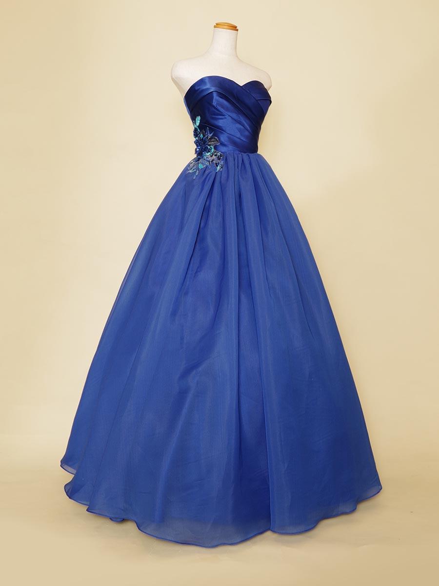 サテン×マットなオーガンジーが大人なロイヤルブルーのカラードレス