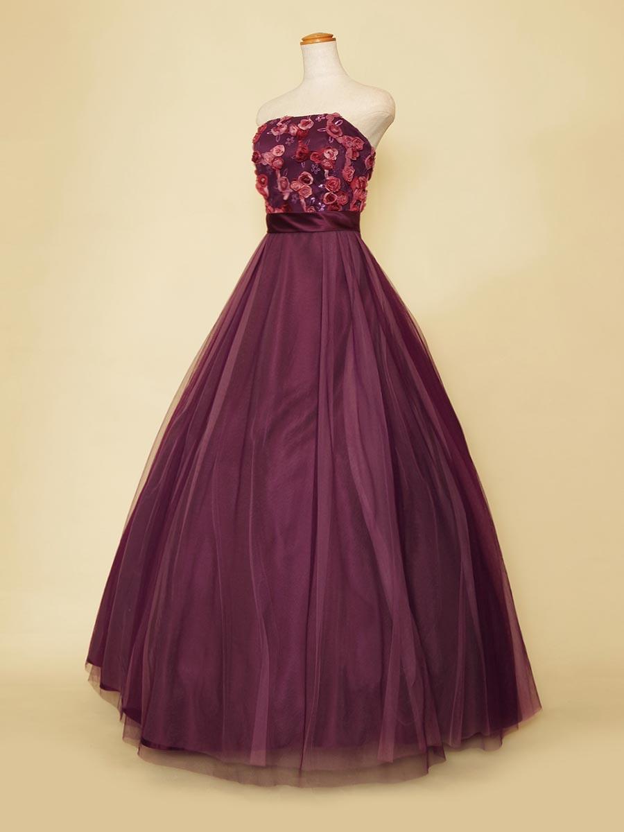 薔薇モチーフとダークパープルが大人な雰囲気漂うボリュームドレス
