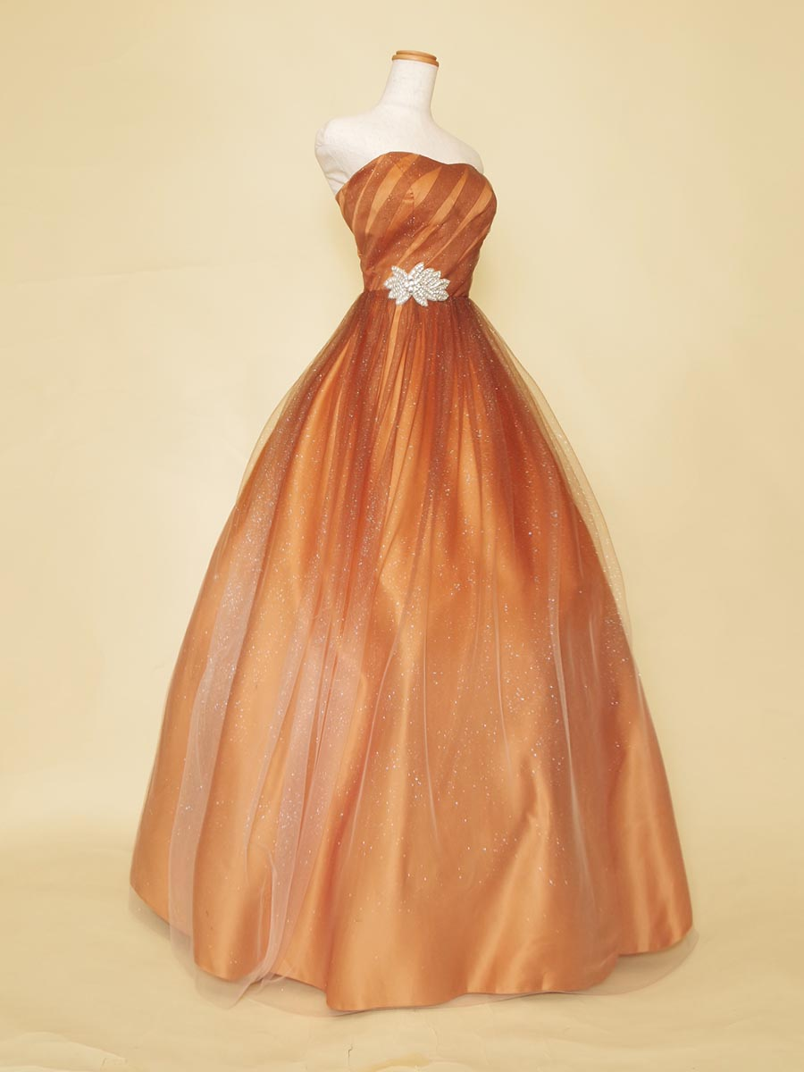 温もりのあるブロンズグラデーションカラードレス