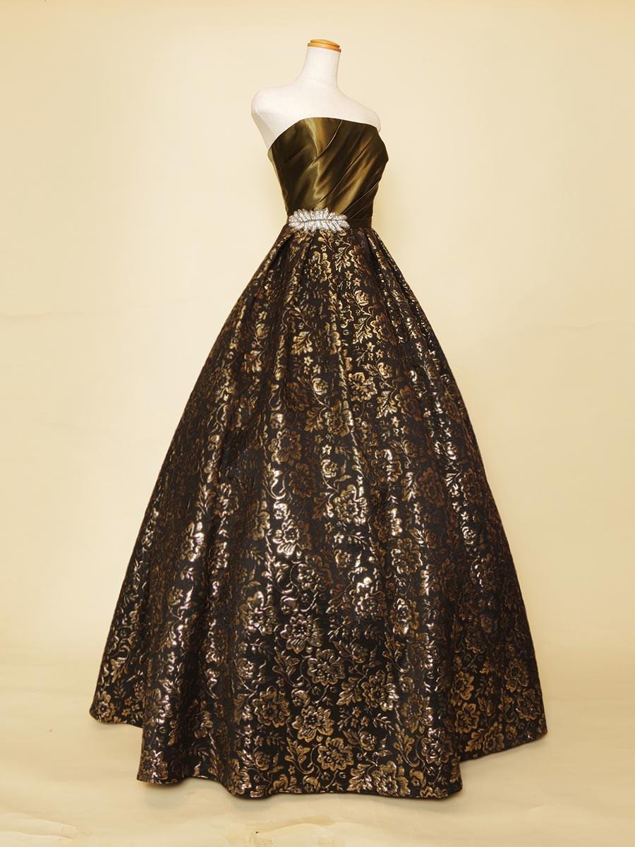 深みのあるカッコよさを表現したカーキーカラーのジャガードボリュームドレス