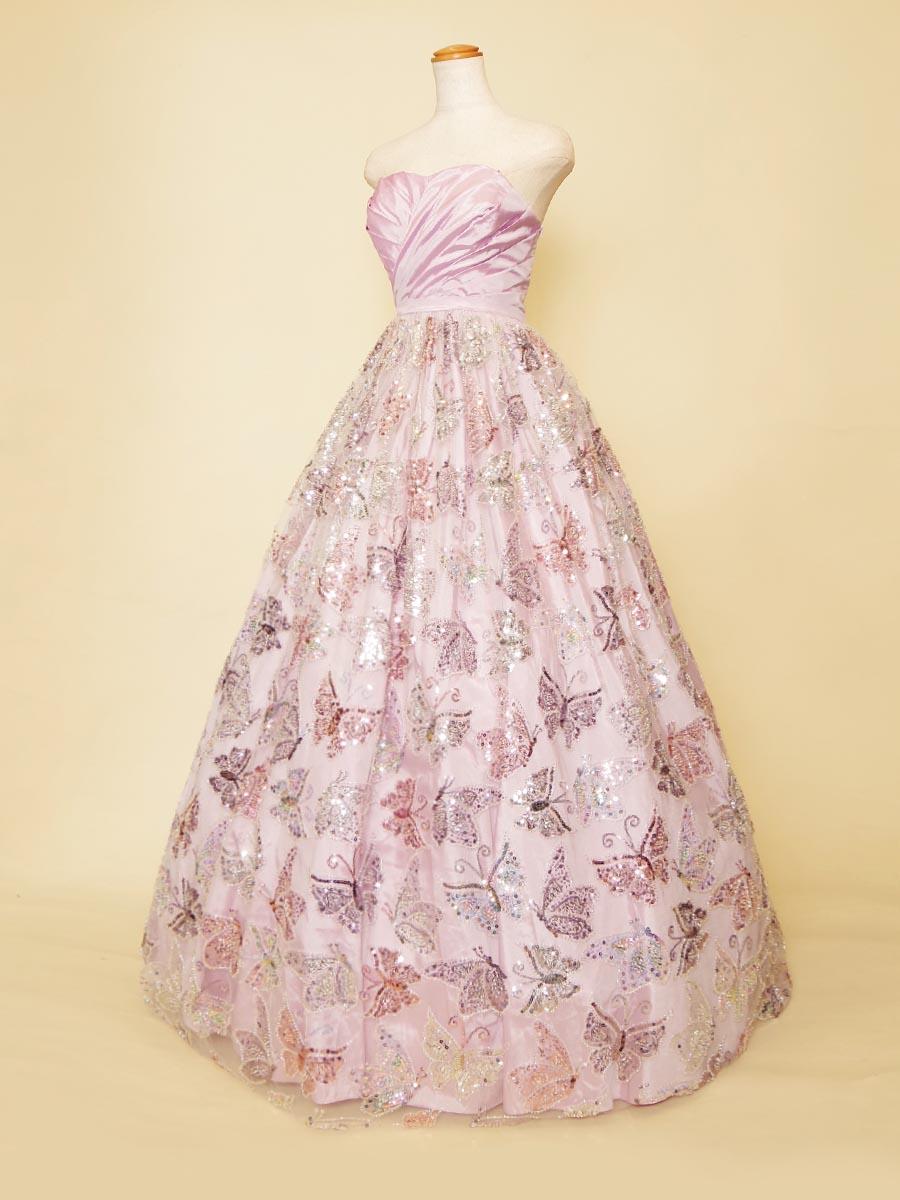 キラキラと舞う煌びやかな蝶々が映えるライラックピンクカラードレス