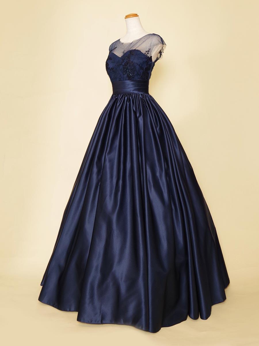 スカートドレープの光沢感と胸元の刺繍が美しい肩袖デザインのステージロングドレス