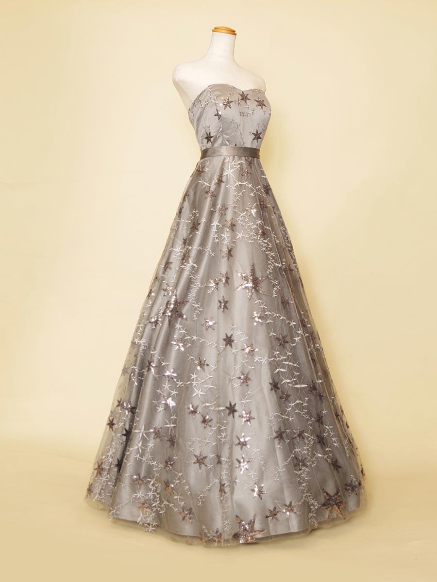スターモチーフのシルバーカラーが大人びた印象を感じさせるAライン演奏会ドレス