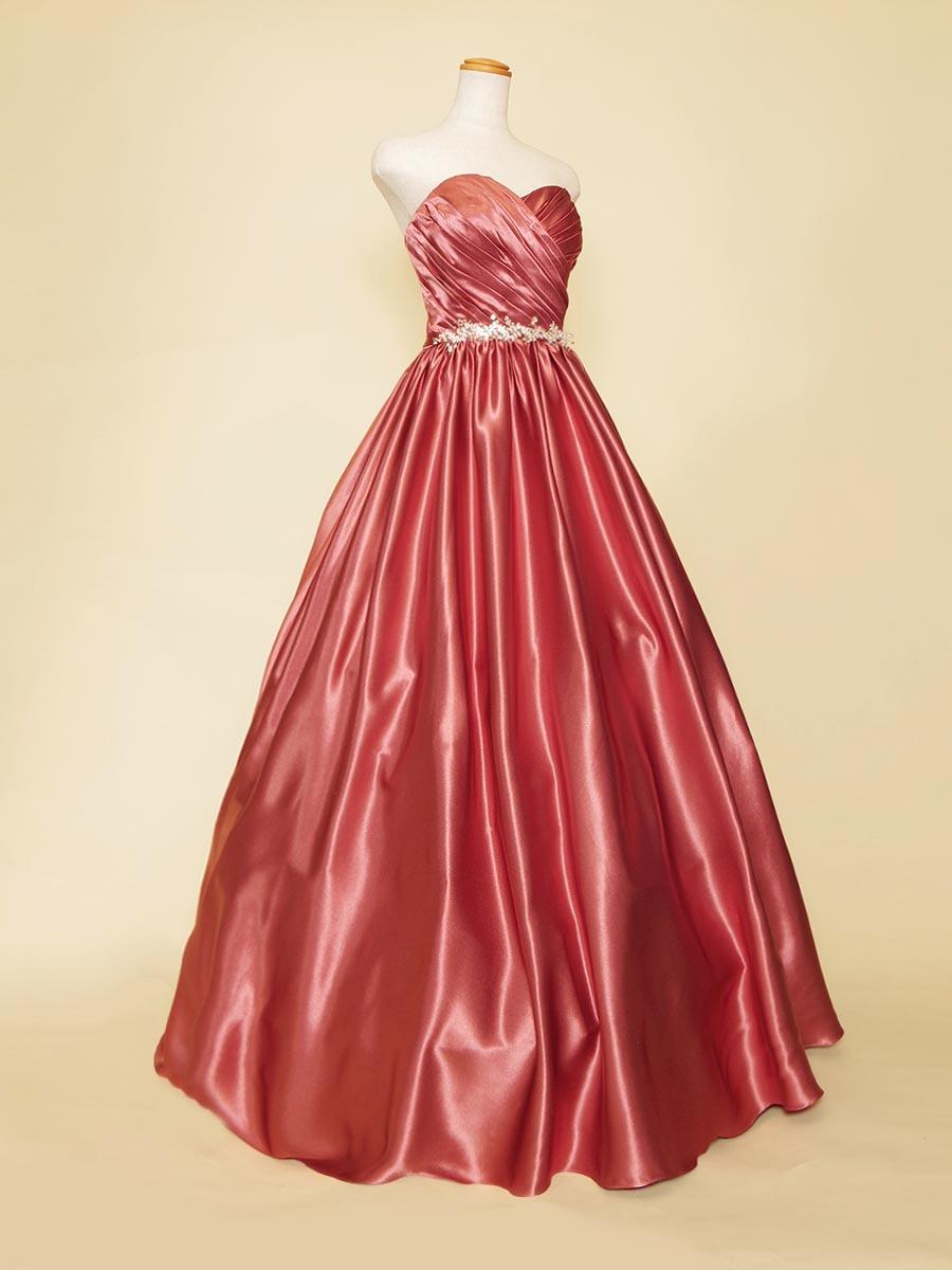 高級感漂うサテン生地の大人の余裕を感じさせるローズピンクカラードレス