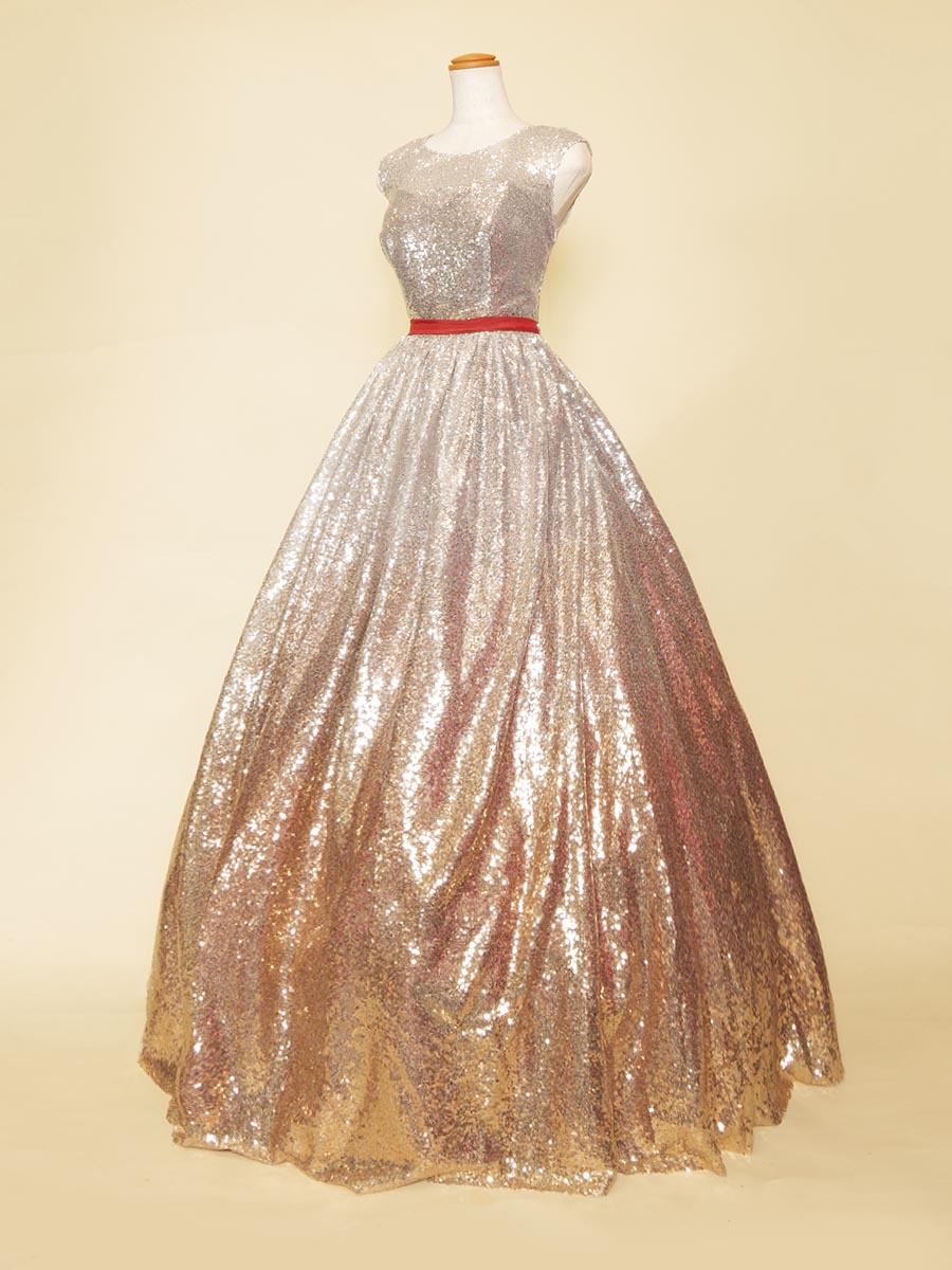 ドレス全体に溢れるばかりのシルバー×コッパーのスパンコールをあしらった肩袖デザインロングドレス