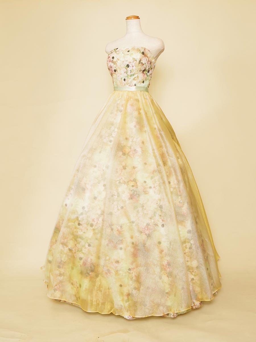 花柄刺繍にスパンコールを組み合わせたパステルカラーのお花畑のようなボリュームドレス