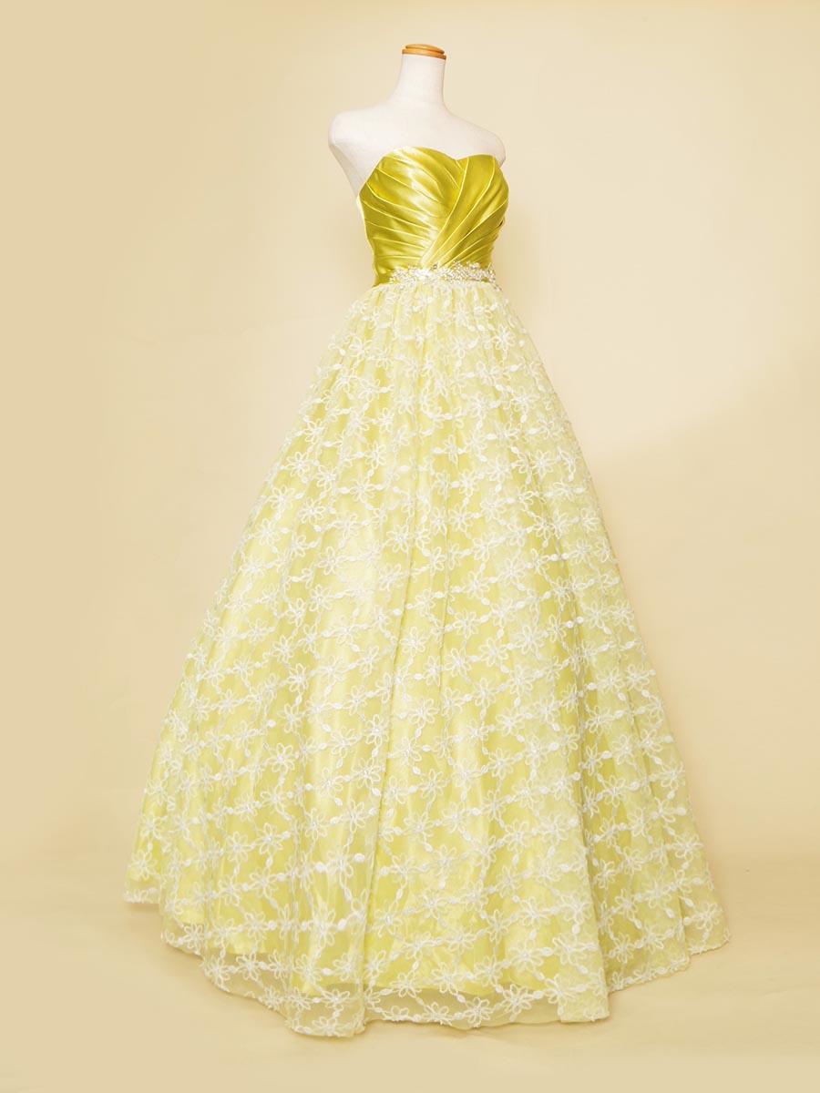 ライムグリーンカラーのサテントップにホワイトレースを合わせた春先ファッションロングドレス