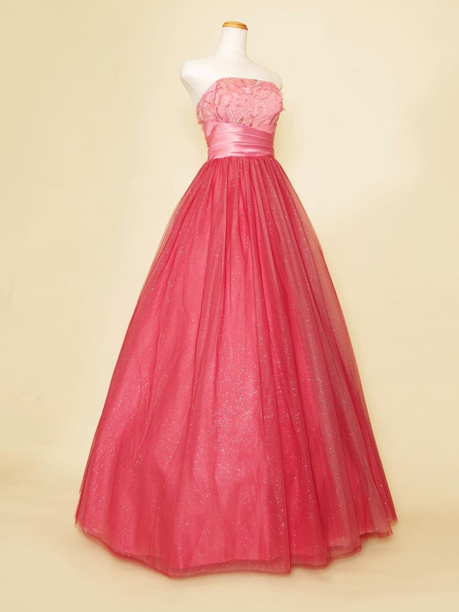 桜モチーフの立体胸元フラワー装飾が春のコンサートに最適な朱赤色のステージロングドレス