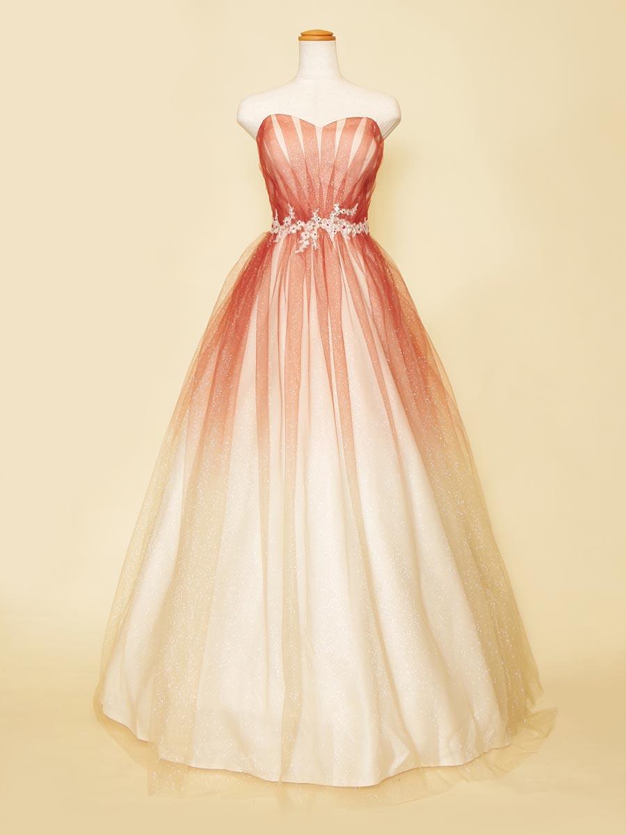 テラコッタカラーのラメグラーデーションのチュールが綺麗な小花の刺繍を纏った大人可愛い雰囲気のドレス