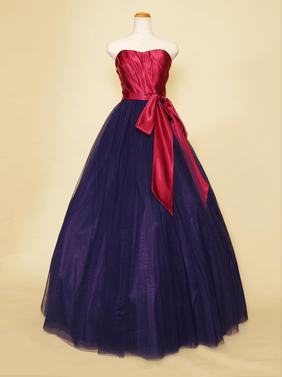 大きなリボンが印象的なサテンとチュールの異素材をドッキングさせたマゼンタとライトネイビーのバイカラードレス