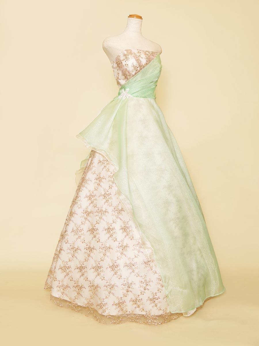 パステルグリーンオーガンジー×ゴールド刺繍チュールで斬新なデザインに挑戦した演奏会カラードレス