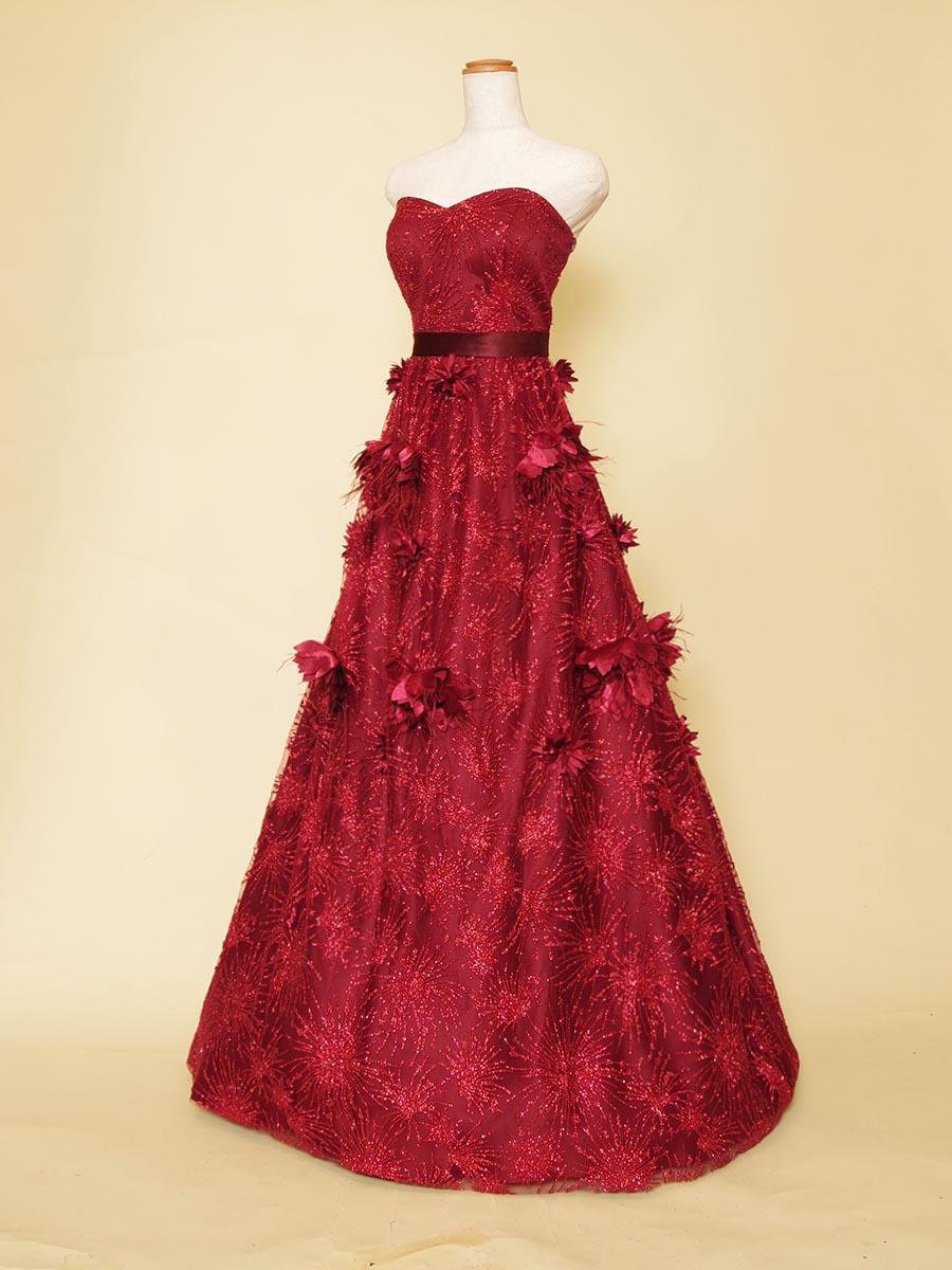 スカートに立体的なお花のコサージュモチーフを配置したAラインシルエットのステージロングドレス