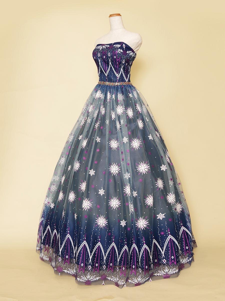 エッジデザインパターン模様をドレス全体に使用したネイビーカラーデザインドレス