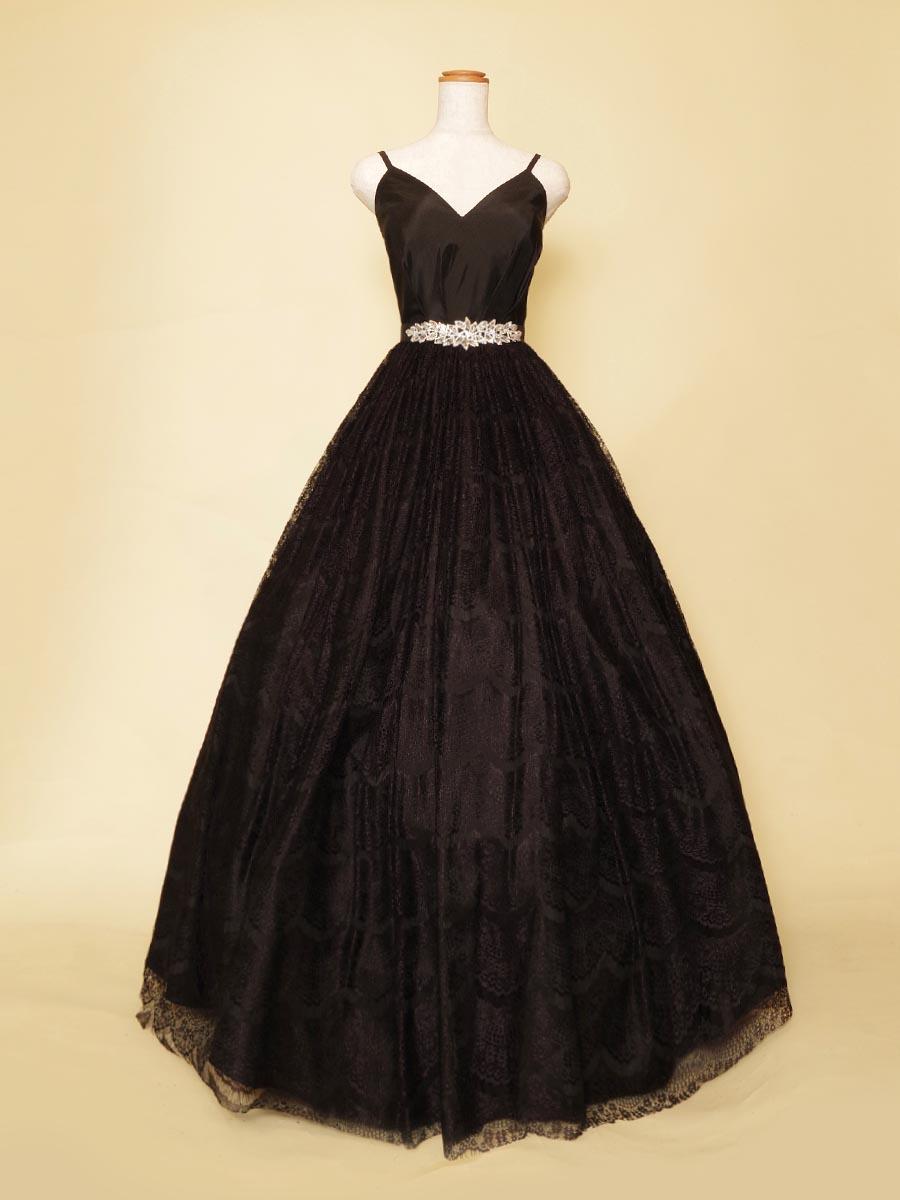 華やかな伴奏衣裳に最適!レーススカートが上品さを演出したブラックロングドレス