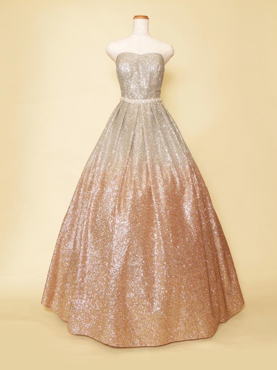 グラデーションオレンジシルバーが華やかさをいかんなく発揮したボリュームロングドレス