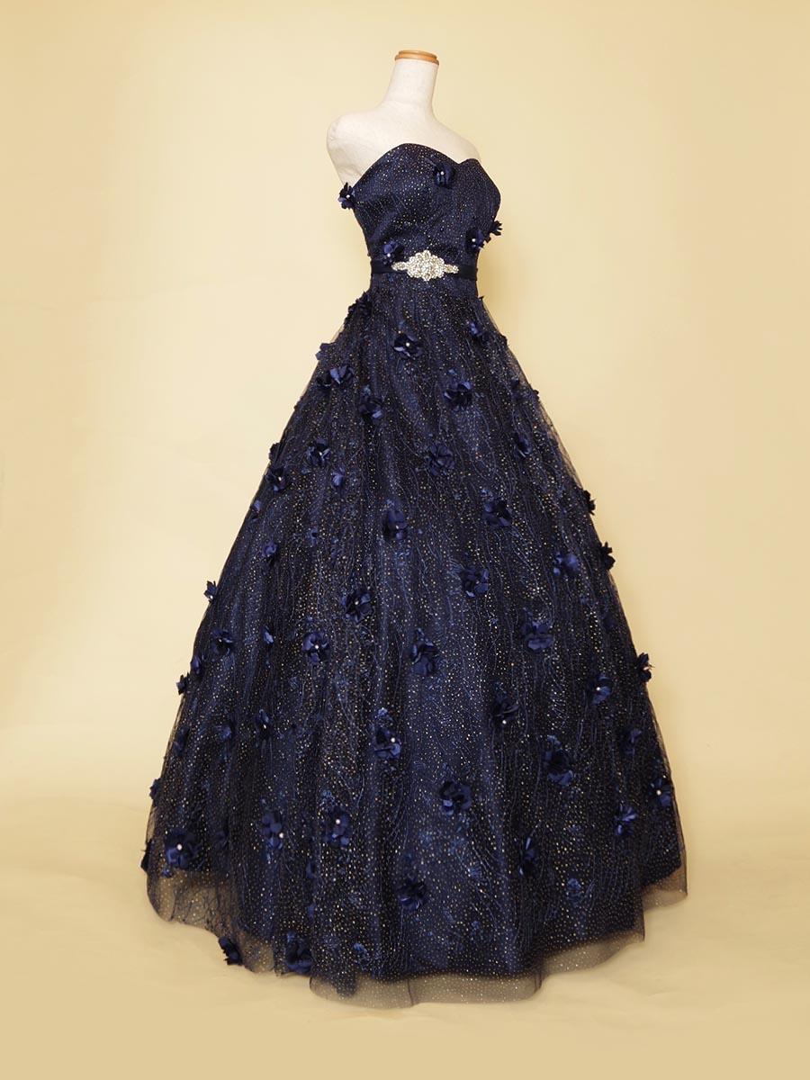 深みのあるお花の立体装飾を全体に使ったネイビーカラー演奏会ドレス