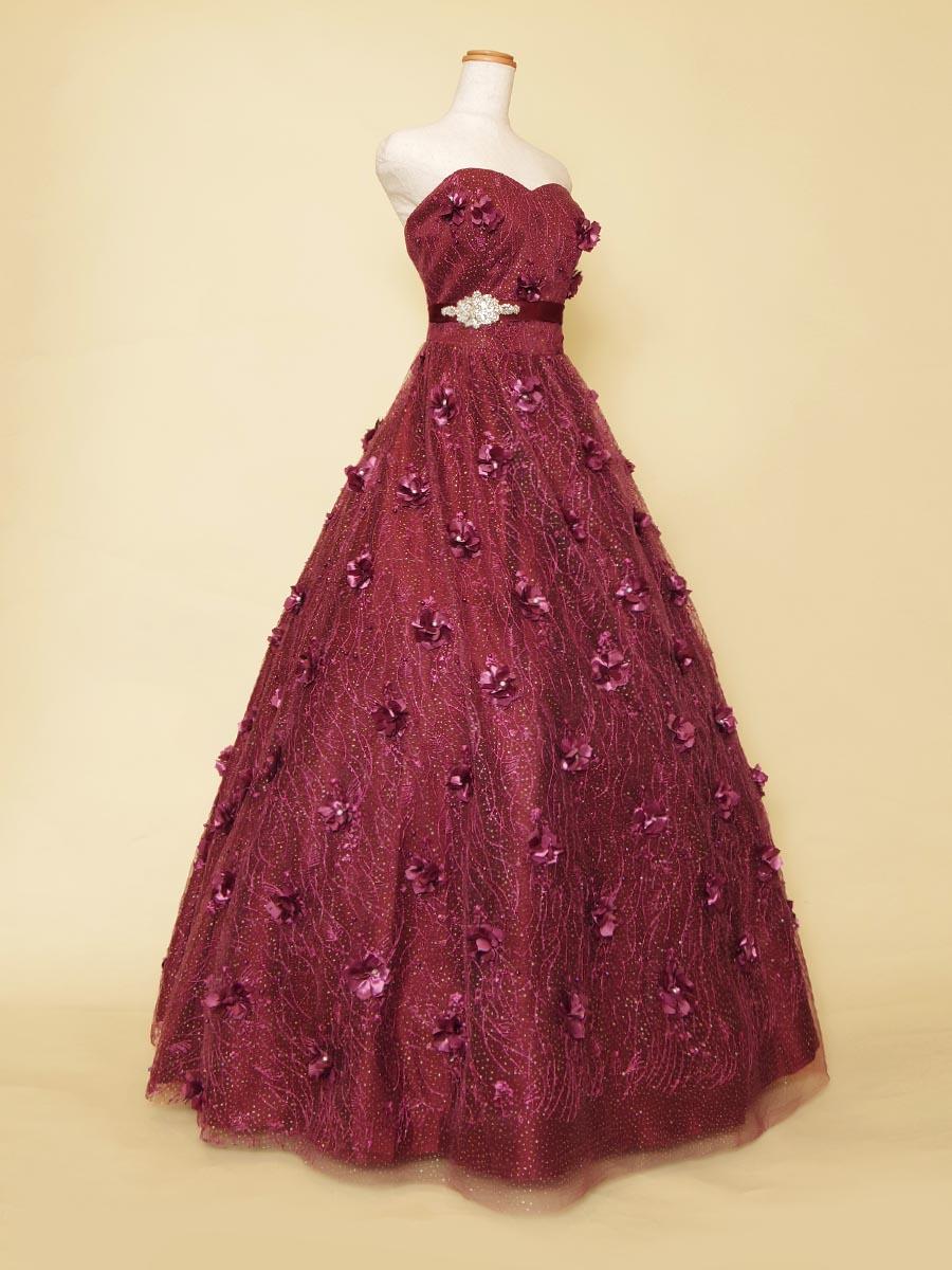 ワインパープルカラーが大人っぽい!立体フラワーを全体に贅沢に使用したリサイタル向きステージドレス