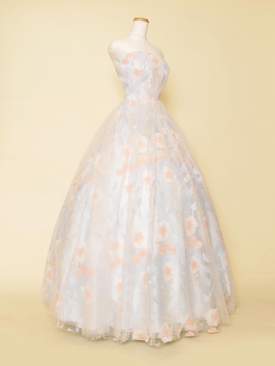 胸元のタックが美しい曲線をおりなすパステルブルーのステージドレス