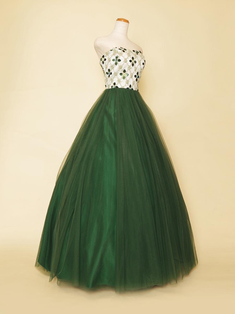 パターン刺繍デザインのバストデザインがクラシカルな雰囲気を演出した正統派系ステージロングドレス