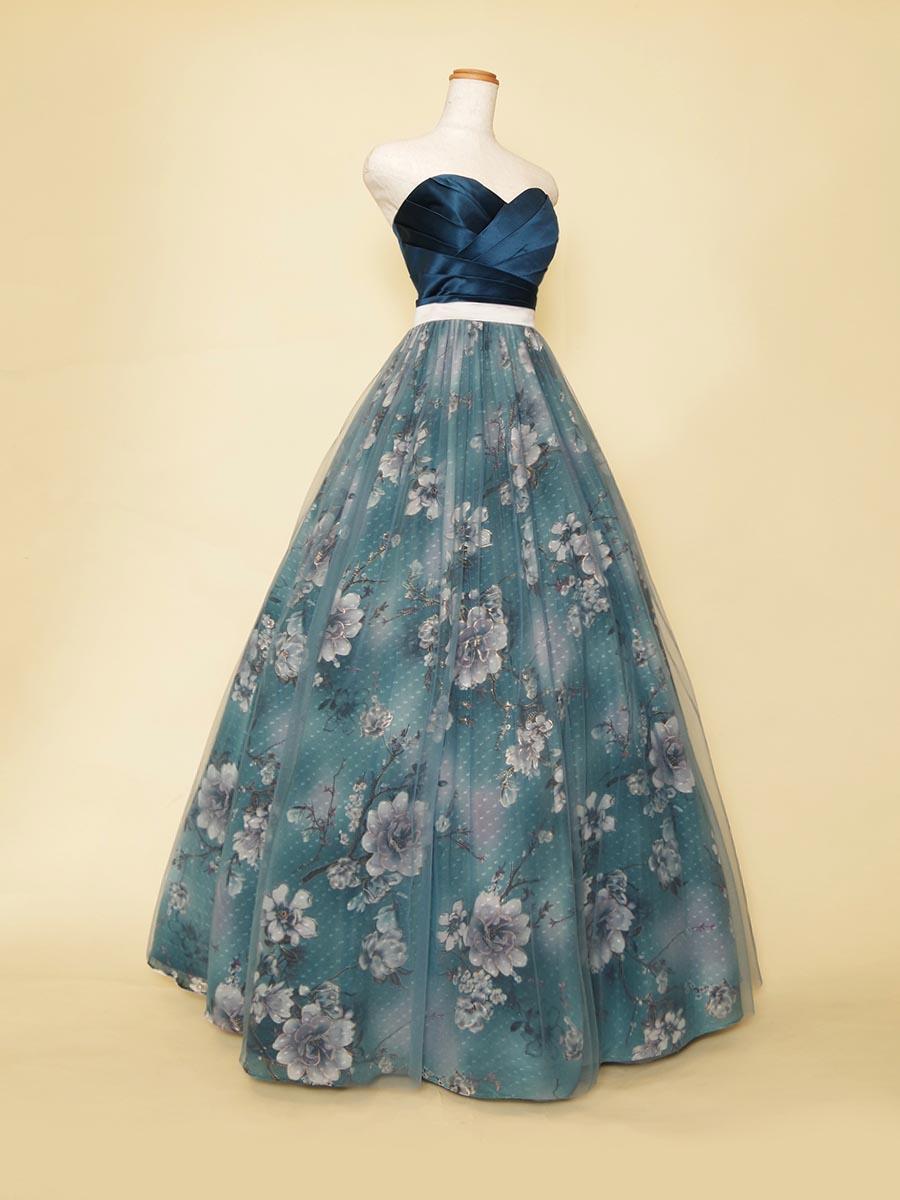 ロイヤルブルーバストサテン×フラワーブルーデザインを組み合わせた上質な雰囲気満点のフラワーロングドレス