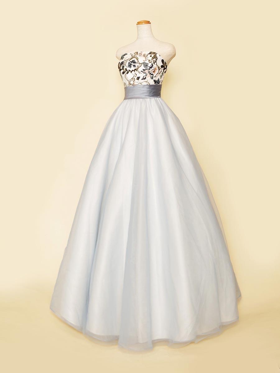 アイスブルーのチュール×オーガンジーが透明感のあるお花刺繍入り演奏会ドレス