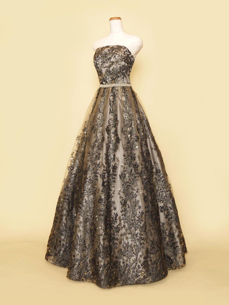 Aラインシルエットでスッキリ魅せるブラックシルバーカラーのステージドレス