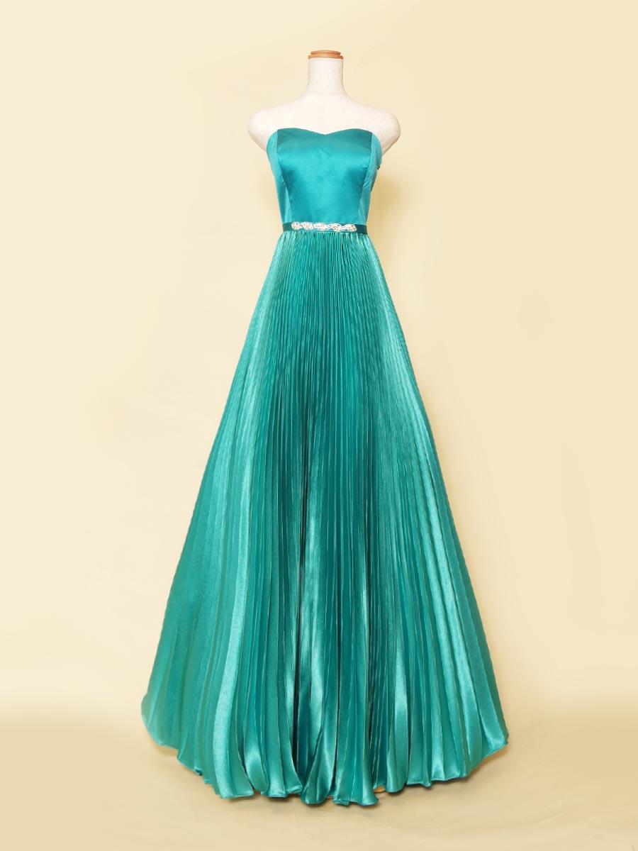 立ち姿が美しいプリーツスカートデザインのエメラルドブルーカラードレス