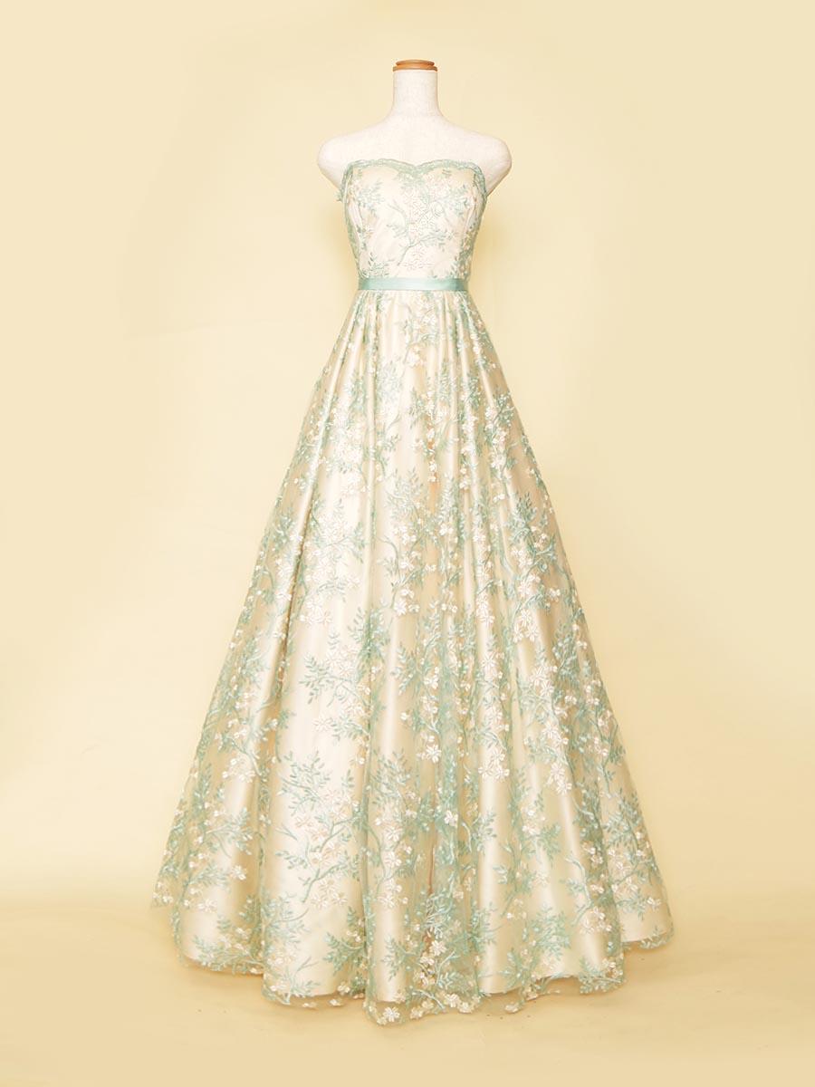優しいパステルカラーの色合いの花柄グリーンAラインシルエットの演奏会ドレス