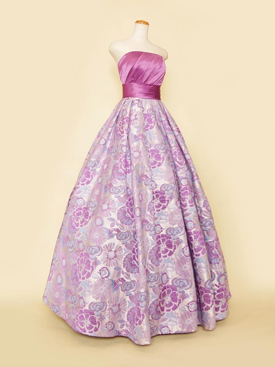 パープルカラーの胸元サテンがエレガント差を引き立てるスカート総花柄デザインの演奏会ロングドレス