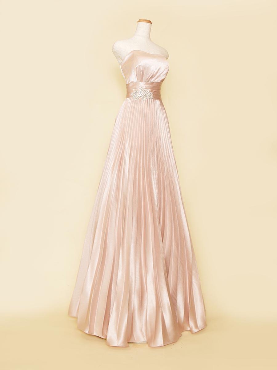 シャイニーサテンの光沢が煌びやかなベビーピンクカラーのプリーツIラインドレス