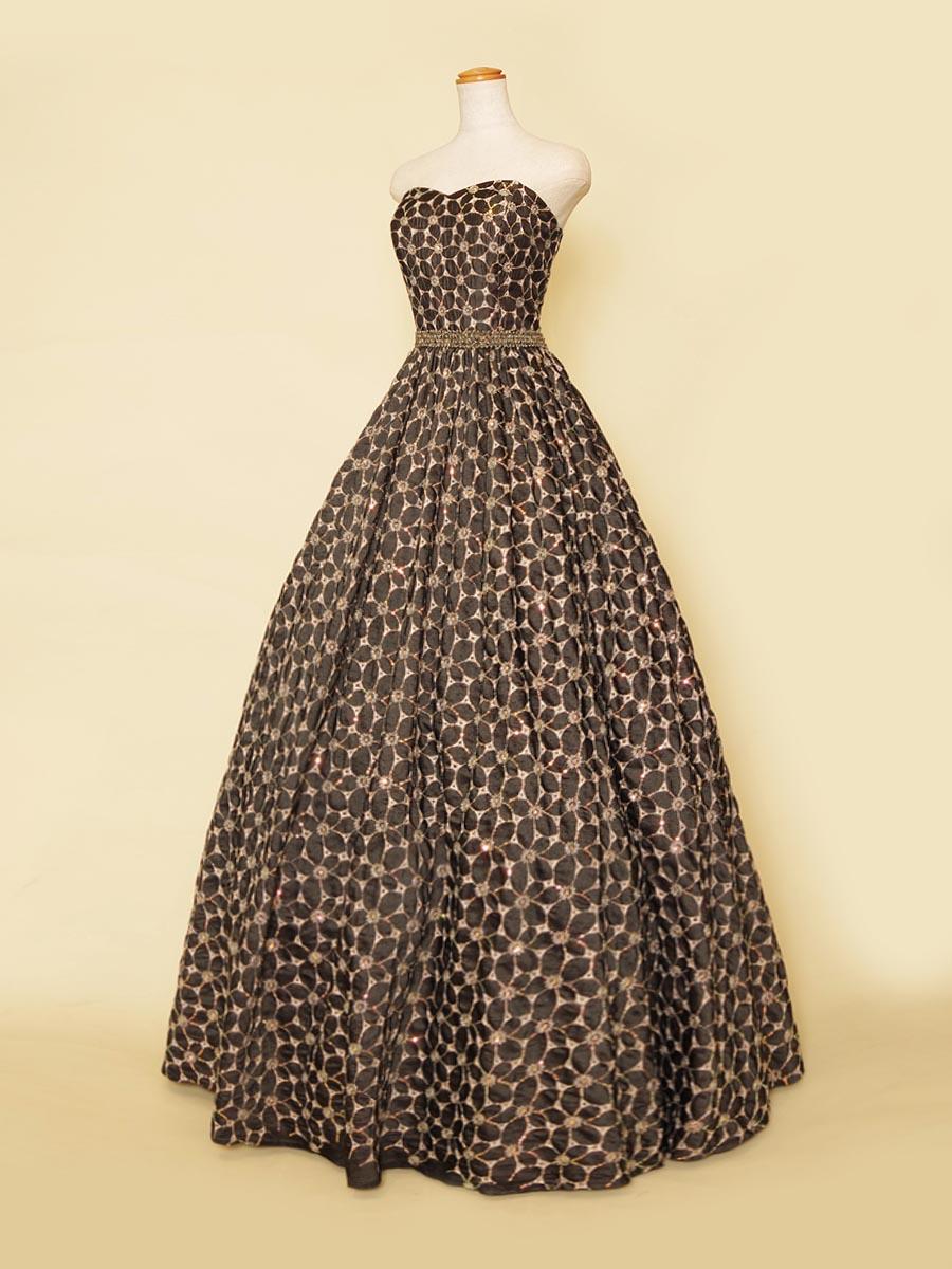 メッシュゴールドのフラワーデザインが上品な高級感を演出したブラックボリューム演奏会ドレス