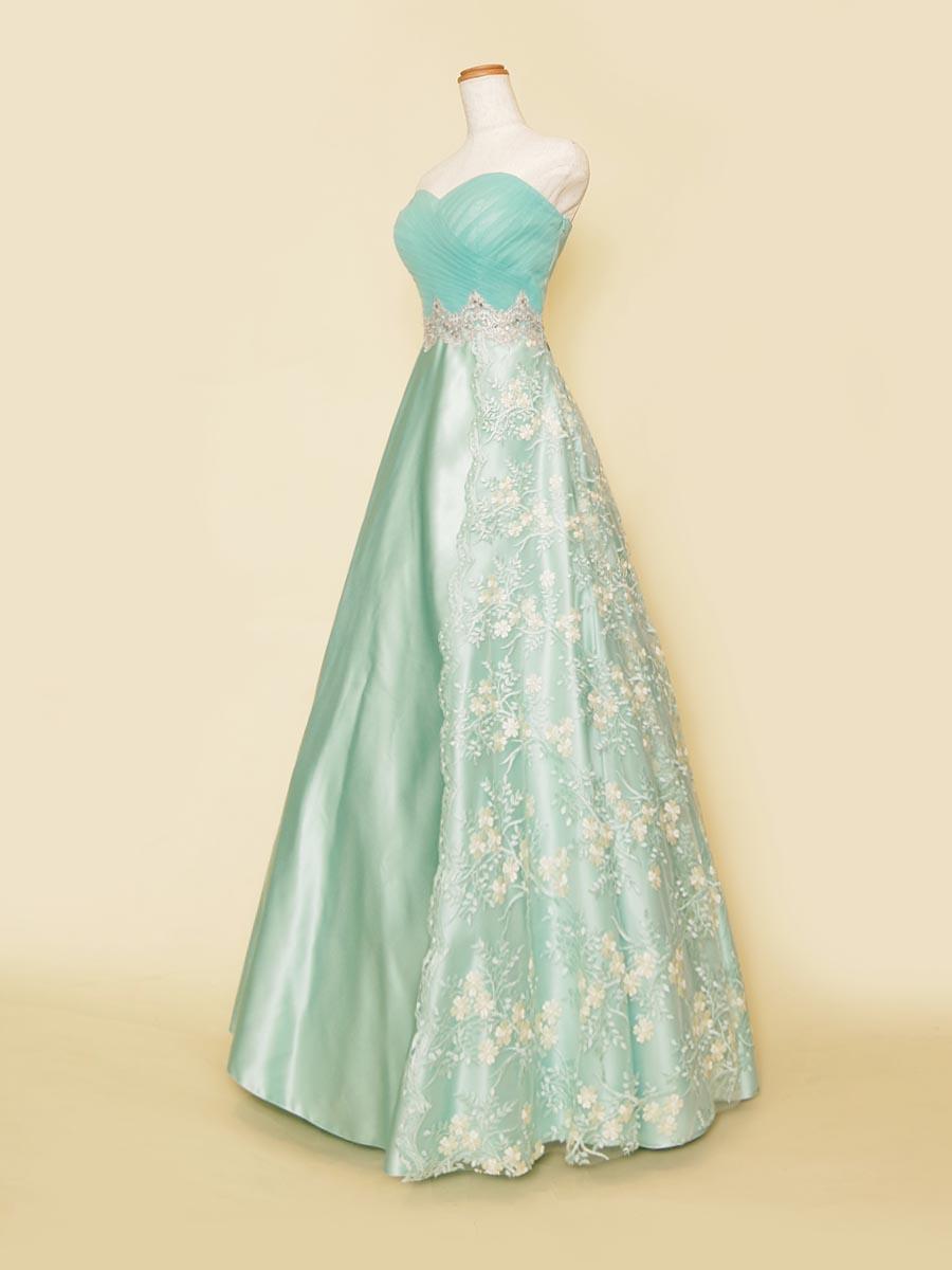 シンメトリーレーススカートデザインの爽やかなミントグリーン演奏会ドレス