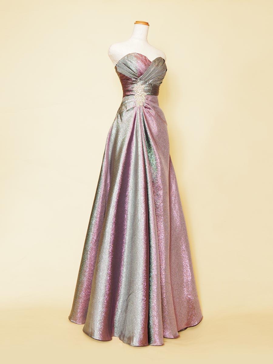 シルバーパープルカラーの滑らかなメタリックの光沢感がエレガントなスレンダーロングドレス