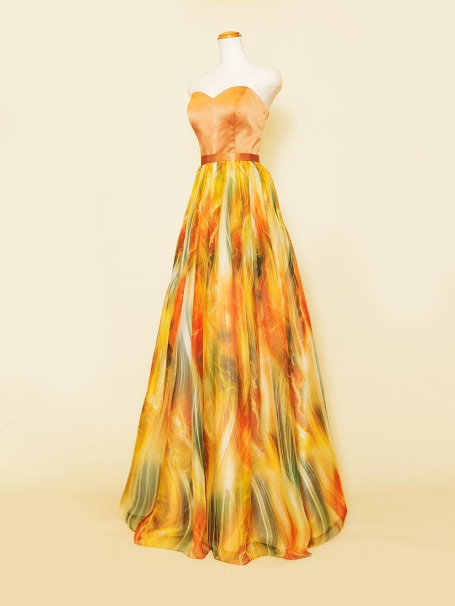 ジャングルフラワーデザインデザインのオレンジカラーのスカートが鮮やかなスッキリラインロングドレス