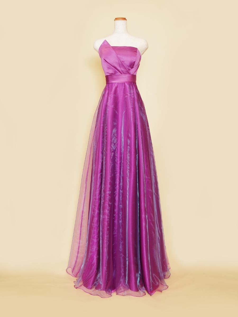 大人っぽさとフェミニンさを併せ持つ透け感のあるパープルオーガンジーが魅力的なスレンダーカラードレス