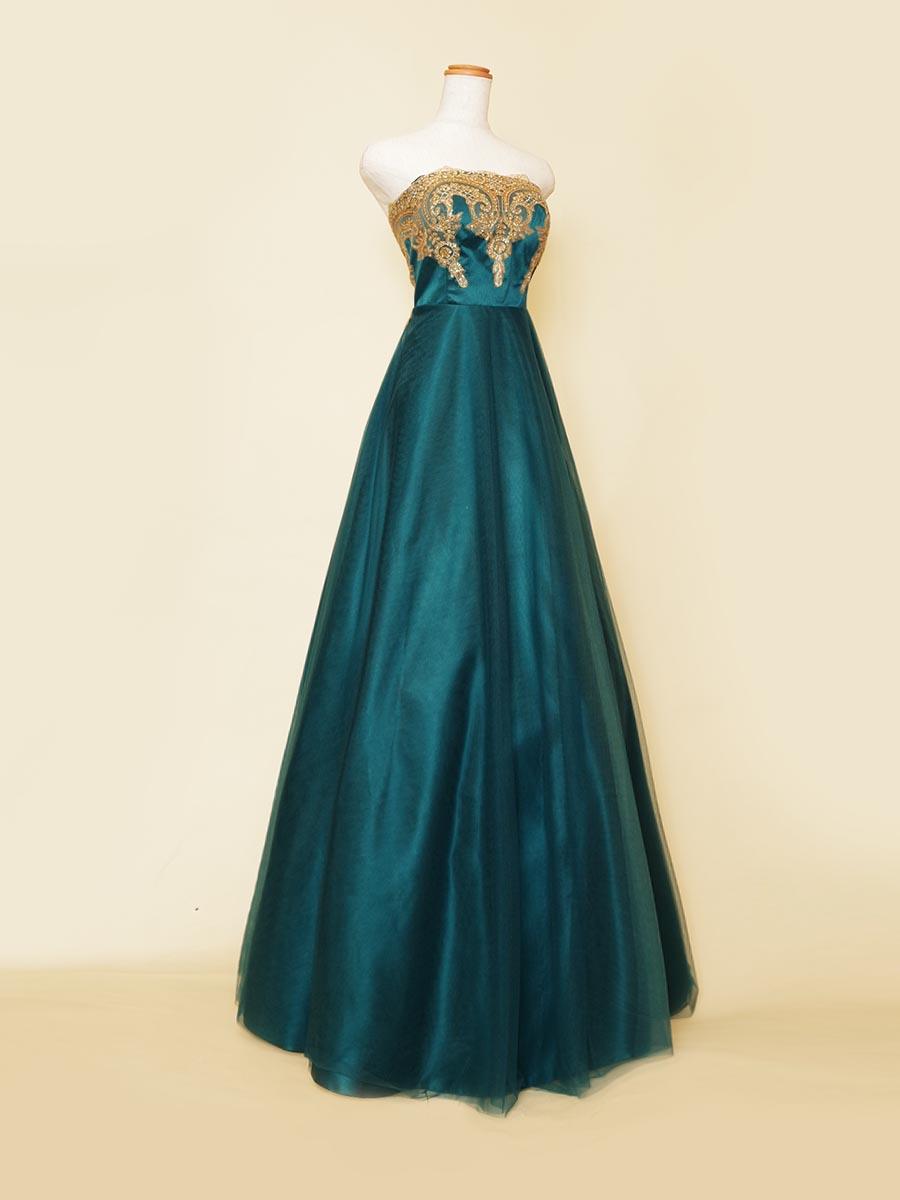 ディープエメラルドグリーンカラーのスレンダーチュールシルエットがエレガントな胸元クラシカルゴールド装飾ドレス
