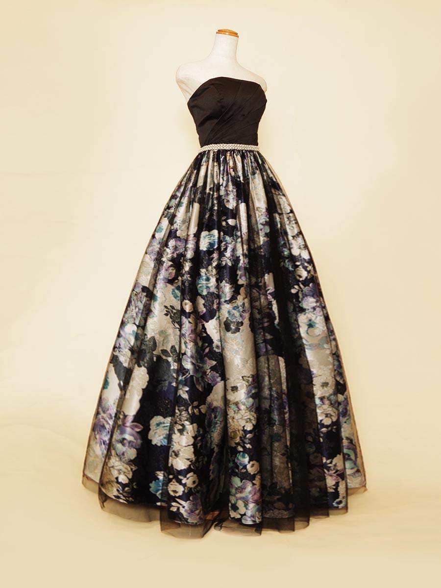花柄デザインスカートにブラックチュールを重ね合わせて奥行きと上品さを表現した演奏会ボリュームドレス