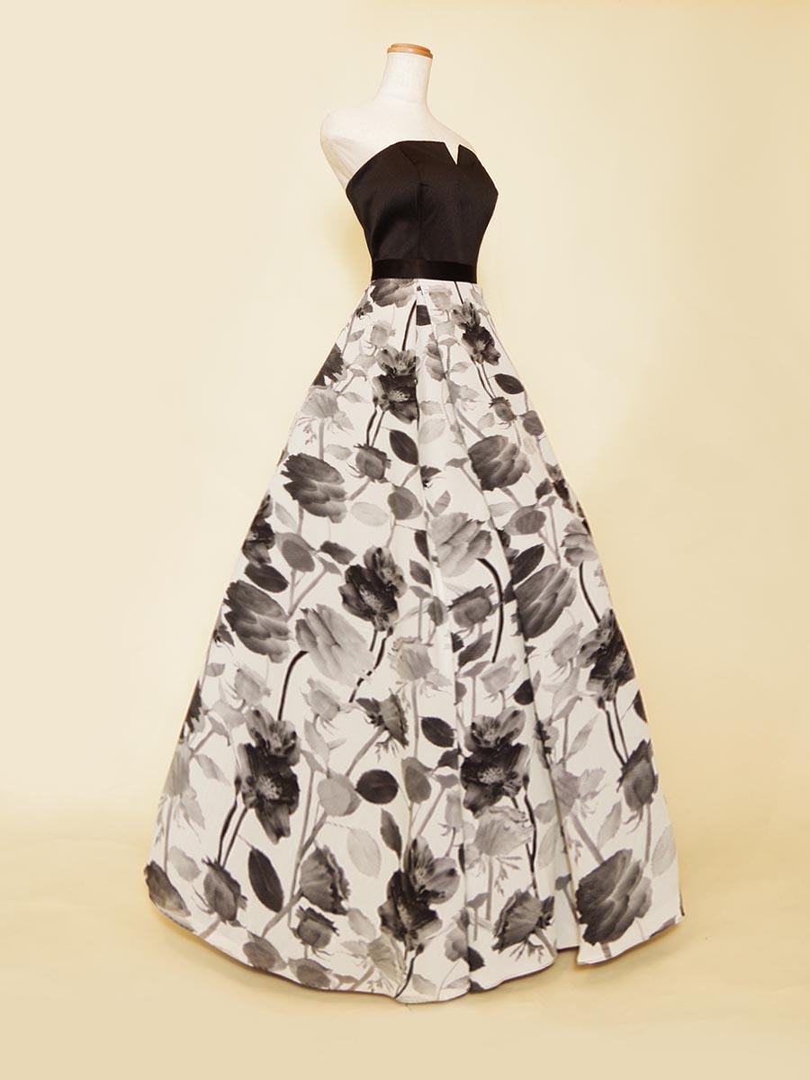 モノトーンフラワースカートデザインがシックな印象を表現した胸元Vカットデザインブラックドレス